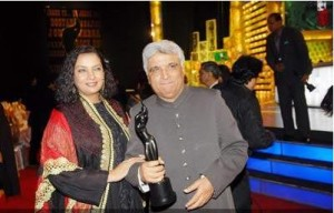 Javed Akhtar with wife Shabana Azmi after winning the Filmfare for Best Lyricist